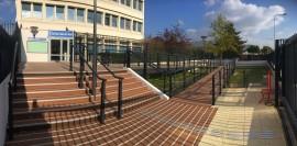 Rampe PMR en bois - CAF de Nanterre (92)